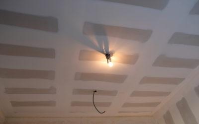 Réalisation de plafond en BA13 et enduit des bandes à la machine automatique à Serémange-Erzange 57